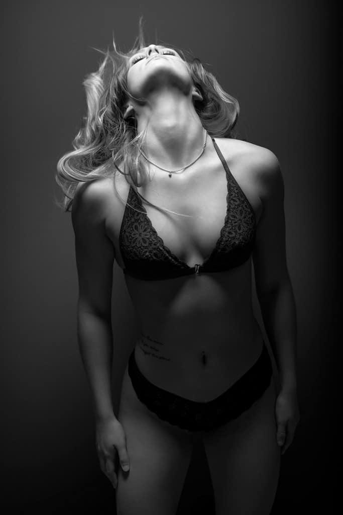 Black & white boudoir image